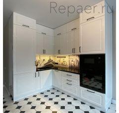 Кухонный гарнитур под потолок в эмали белый